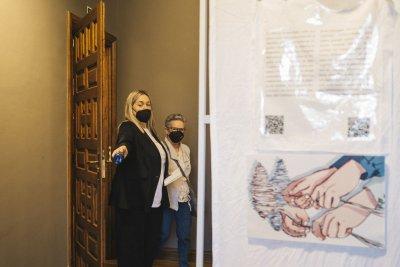 Fanny Alonso abriendo la exposición