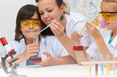 Kimika esperimentuak gaztetxoekin